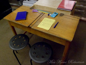 school-desk3